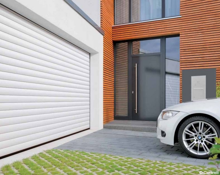 Porte de garage enroulable ou sectionnelle aluminium avec for Porte de garage sectionnelle sur mesure hormann